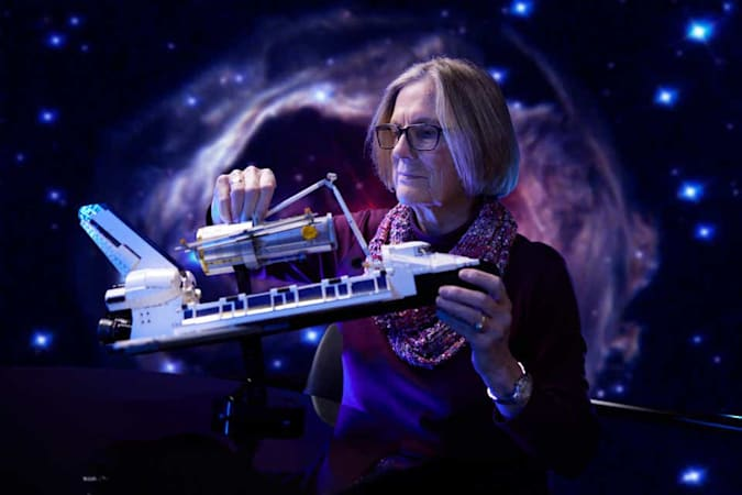 LEGO NASA Space Shuttle Discovery y telescopio Hubble