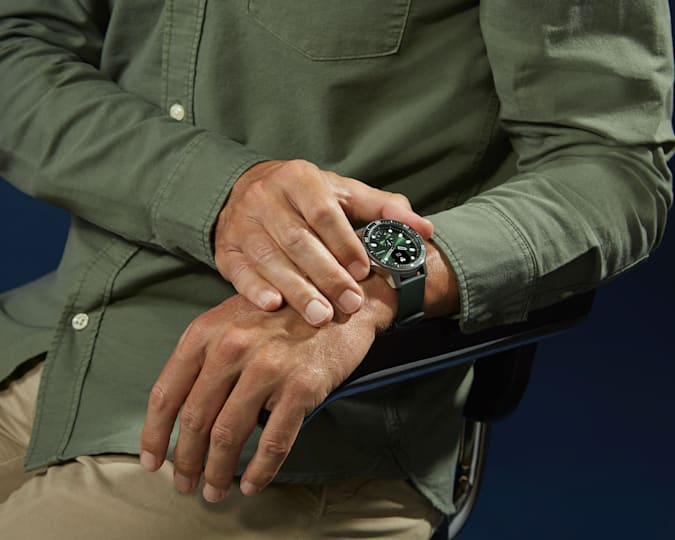 Picture of the green winged Scanwatch Horizon