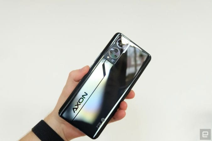 Image of the back plate of the ZTE Axon 30