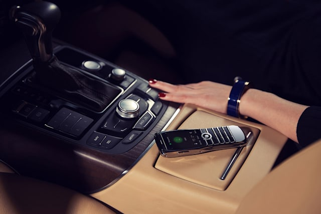 Image of the Xor Titanium veblen phone in a big posh car.