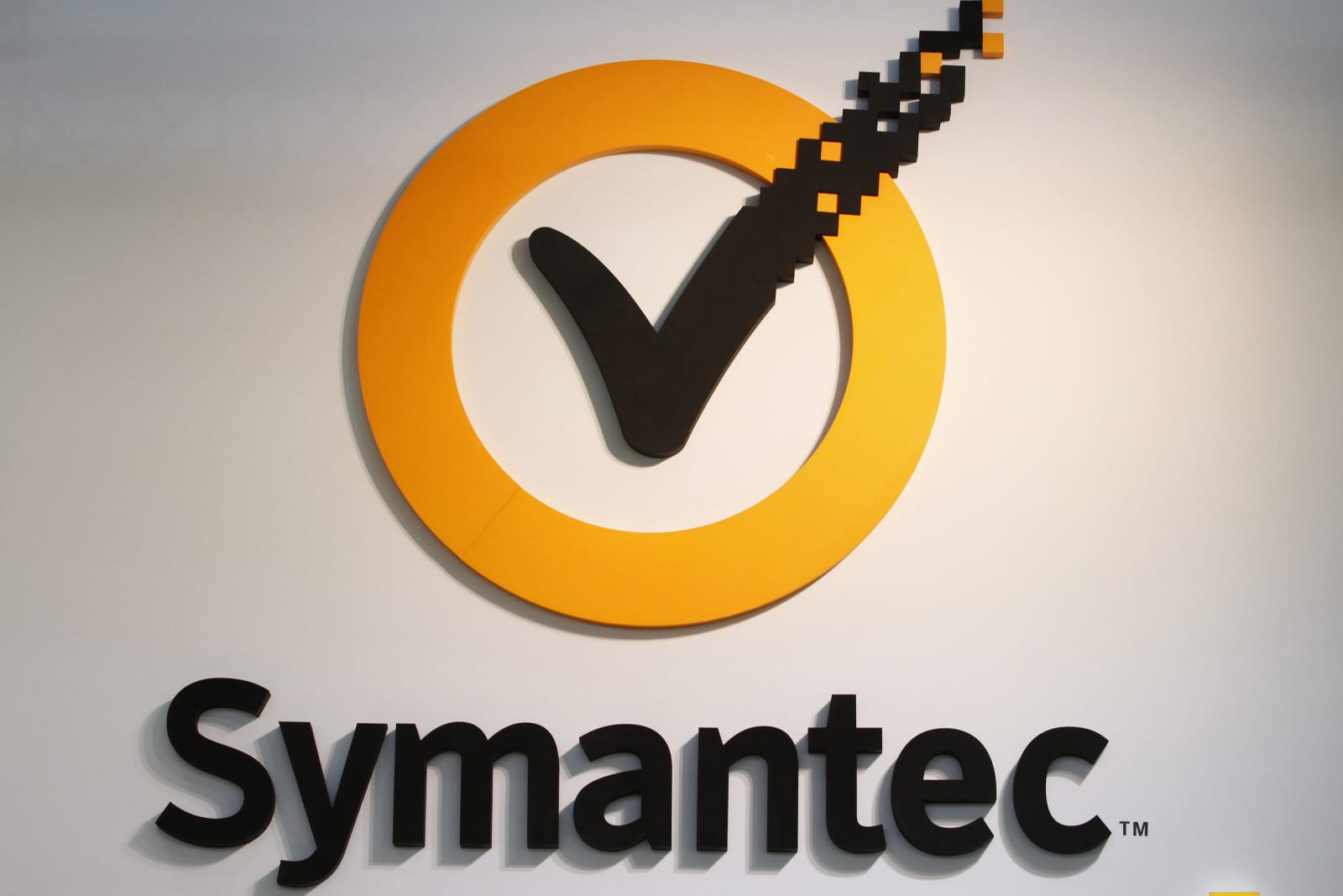 Google and symantec go to war over our internet security bloomberg via getty images 1betcityfo Images