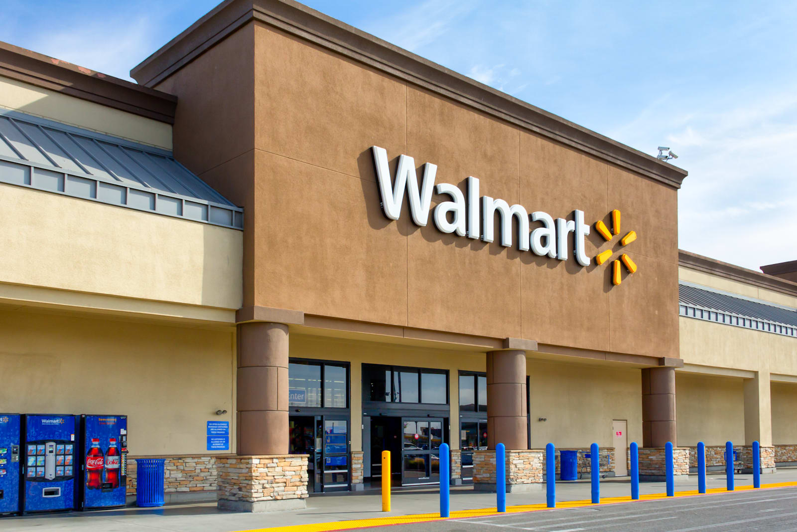 Walmart recruits its employees to deliver your packages