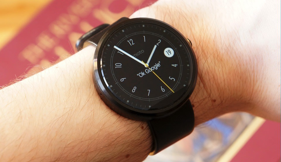 life with the moto 360 has motorola 39 s smartwatch turned a. Black Bedroom Furniture Sets. Home Design Ideas