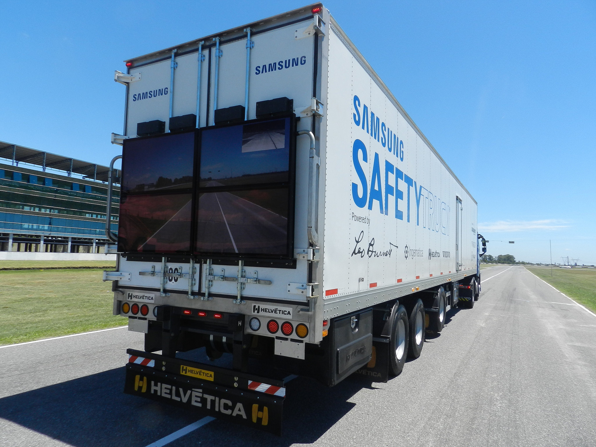 Samsungs Safety Truck Concept Starts Testing In Argentina - Samsung safety truck shows the road ahead so cars can safely pass