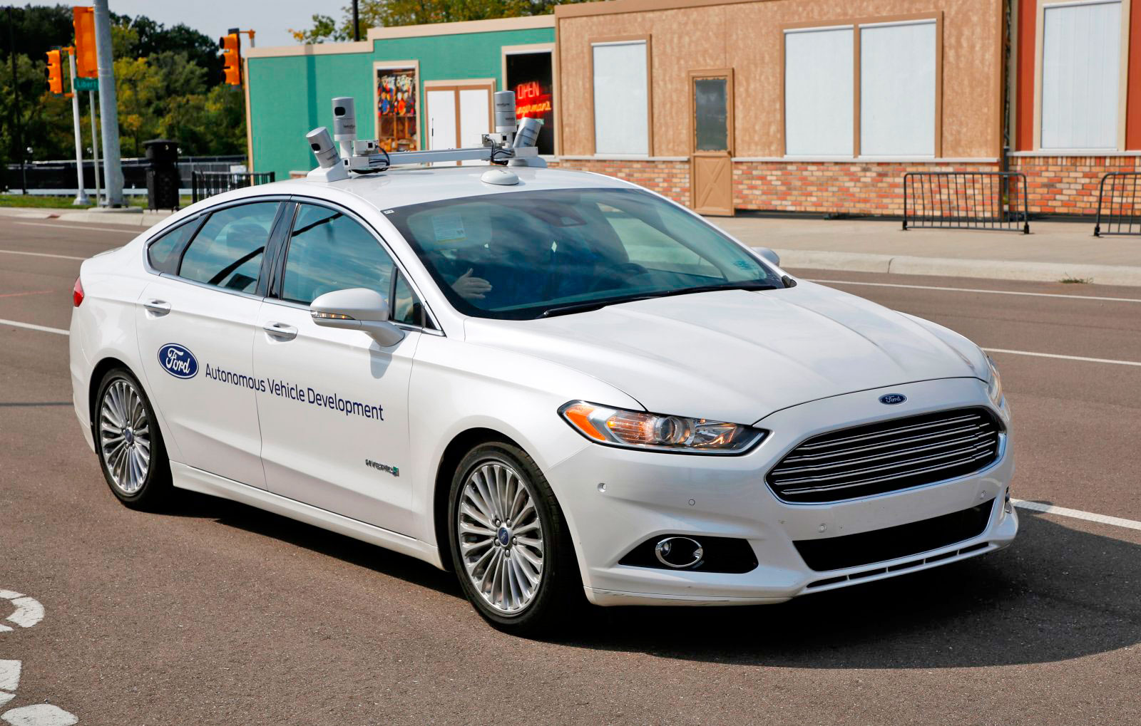 Ford exec: Hybrids are better suited for self-driving cars than EVs