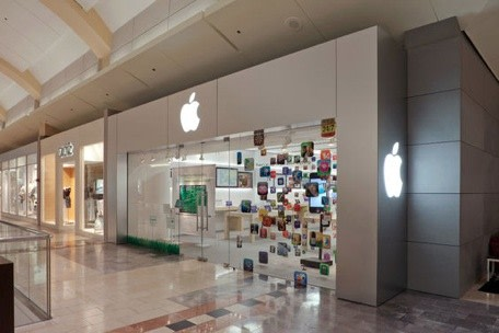 the apple store of the future could feature not one but two genius bars for technical service support says a report in ifoapplestore the garden state - Apple Store Garden State Plaza
