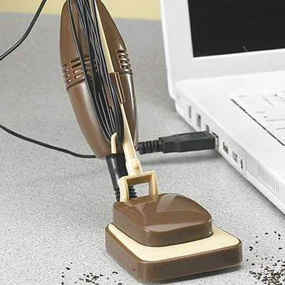 Tiny USB Powered Desk Vacuum Totally Doesnt Suck