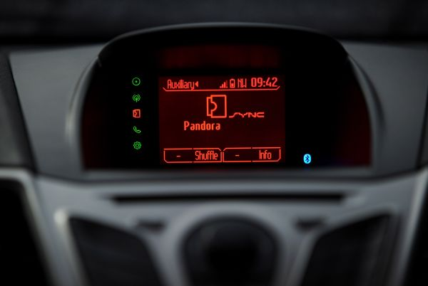 ford sync applink ready to download for 2011 ford fiesta iphone support coming early next year. Black Bedroom Furniture Sets. Home Design Ideas