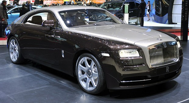Rolls Royce Wraith Picks Gears Using Gps Keeps Your