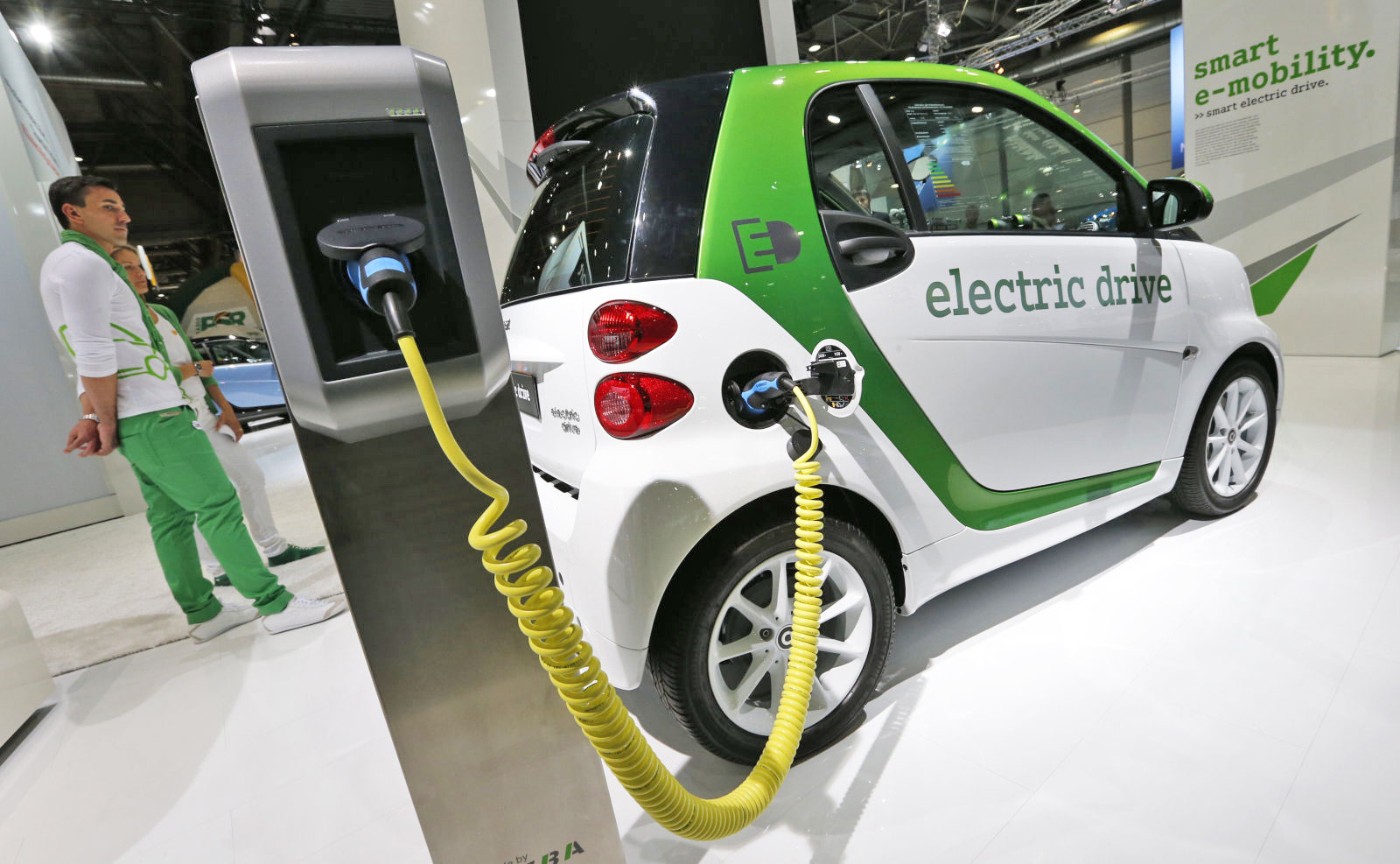 Daimler Is Going All-electric With 'Smart' Cars In North