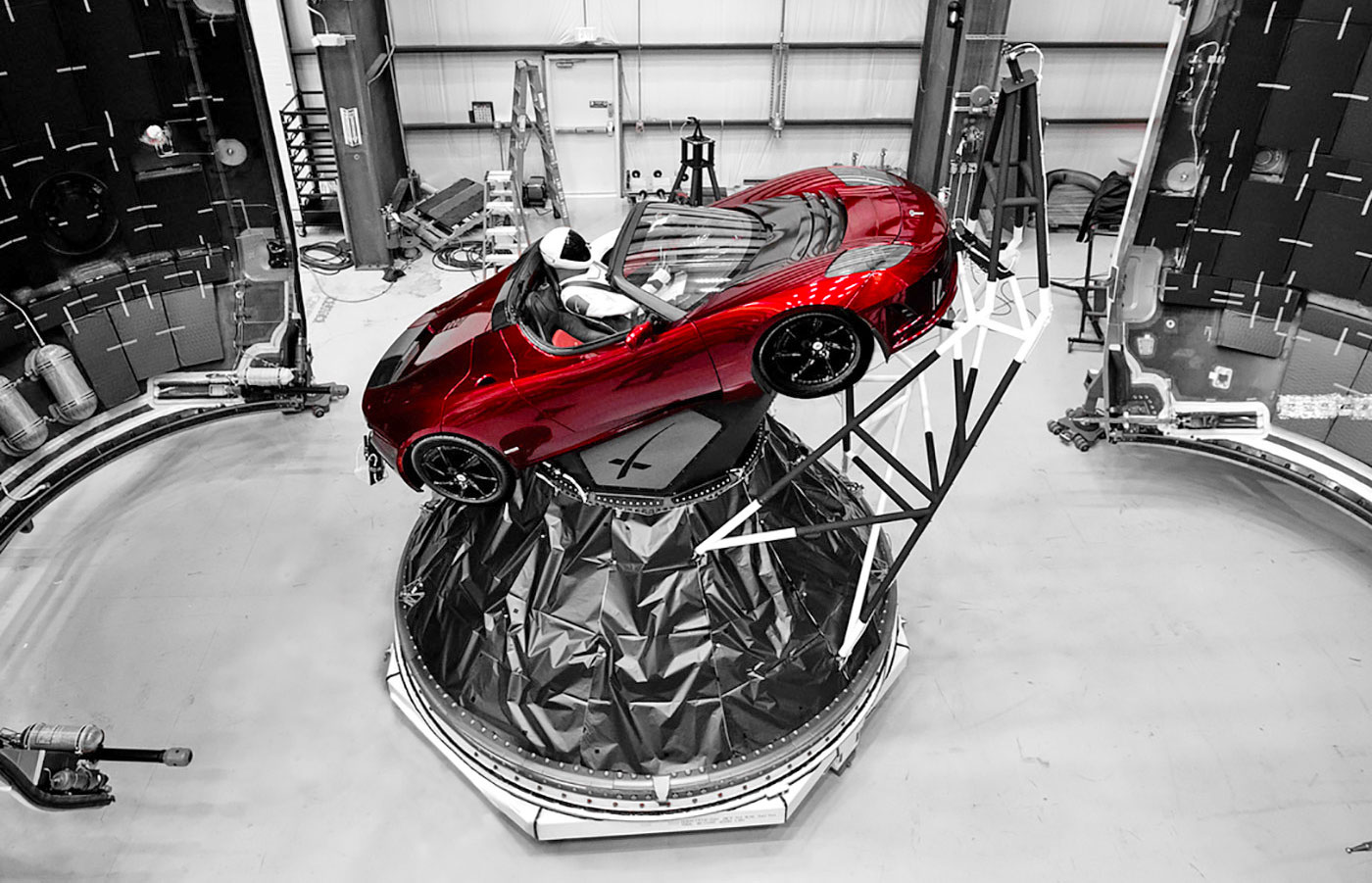 spacex 39 s falcon heavy launch gets a spacesuit clad 39 starman 39. Black Bedroom Furniture Sets. Home Design Ideas