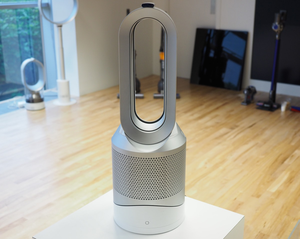 dyson 39 s latest bladeless fan keeps the air pure and your. Black Bedroom Furniture Sets. Home Design Ideas