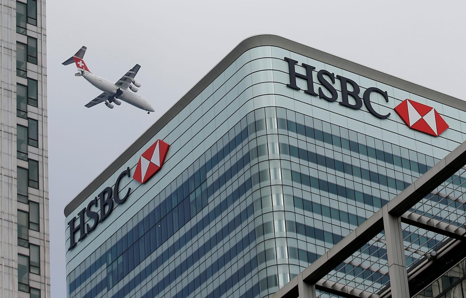 Hsbc app will let you manage accounts from multiple banks peter nicholls reuters thecheapjerseys Gallery