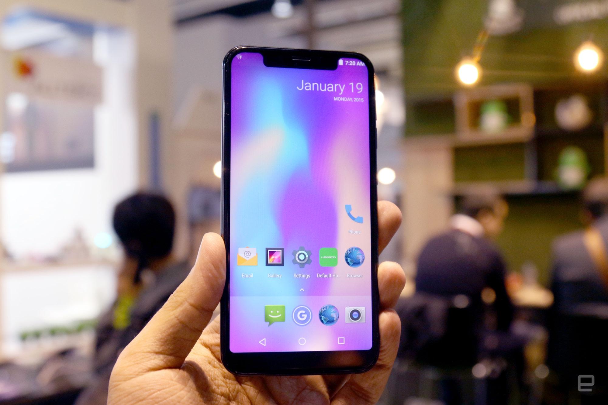 Dizajn telefónu (najmä z prednej strany) až priveľmi pripomína iPhone X predstavený minulý rok v septembri - svetapple.sk