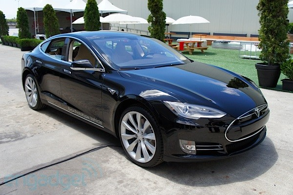 Tesla boosts Model S base price by $2,500 for new 2013 orders