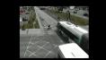 Après avoir vu cette vidéo, vous regarderez deux fois avant de traverser à pied ou à