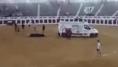 Utilizan una ambulancia para sacar a rastras a un toro en la plaza de Valdepeñas (Ciudad