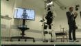 Un exosquelette connecté permet à un tétraplégique de