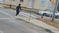 Elle stoppe son bus en pleine rue pour sauver un