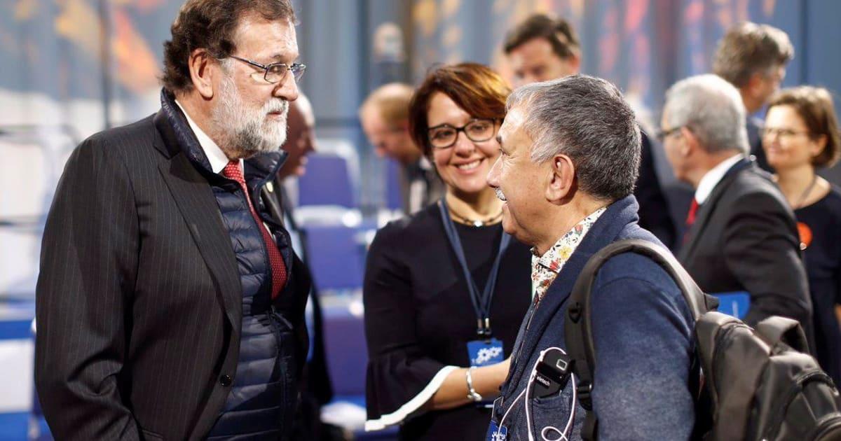 Cachondeo por un detalle en esta imagen de Rajoy  a7021f9f917