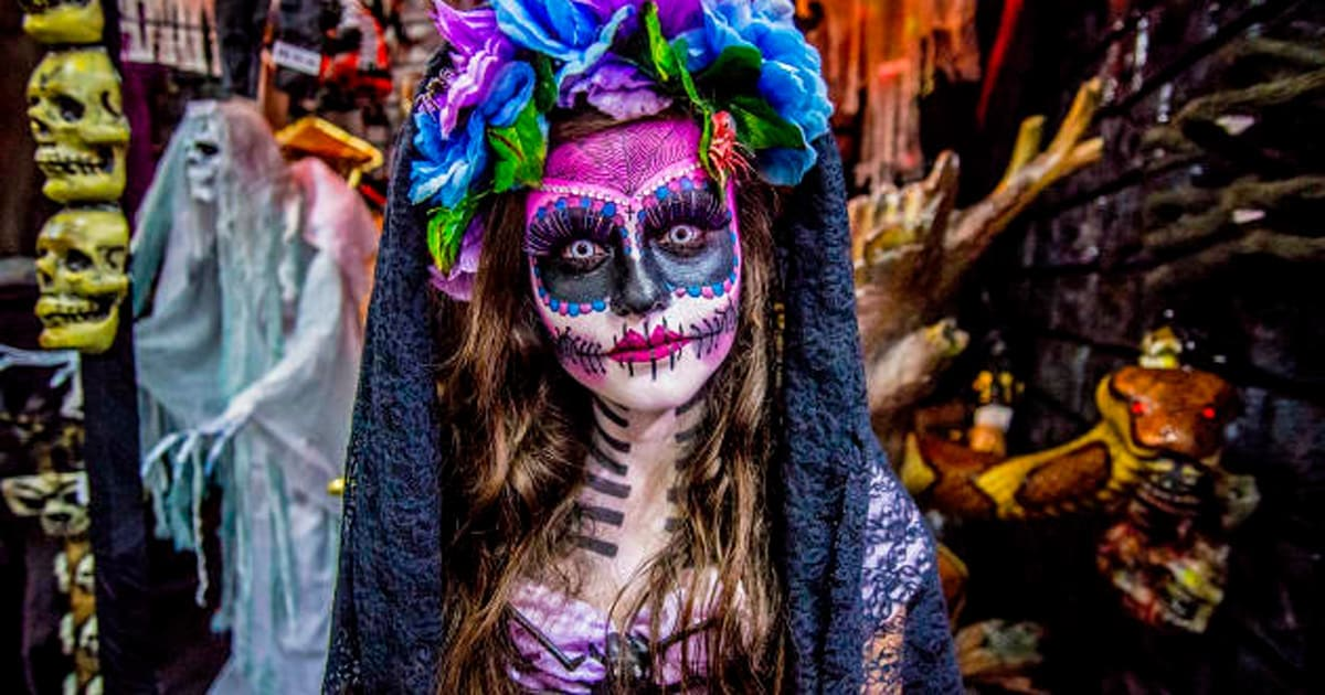 What You Need To Know Before You Put On Mexican Sugar Skull Makeup