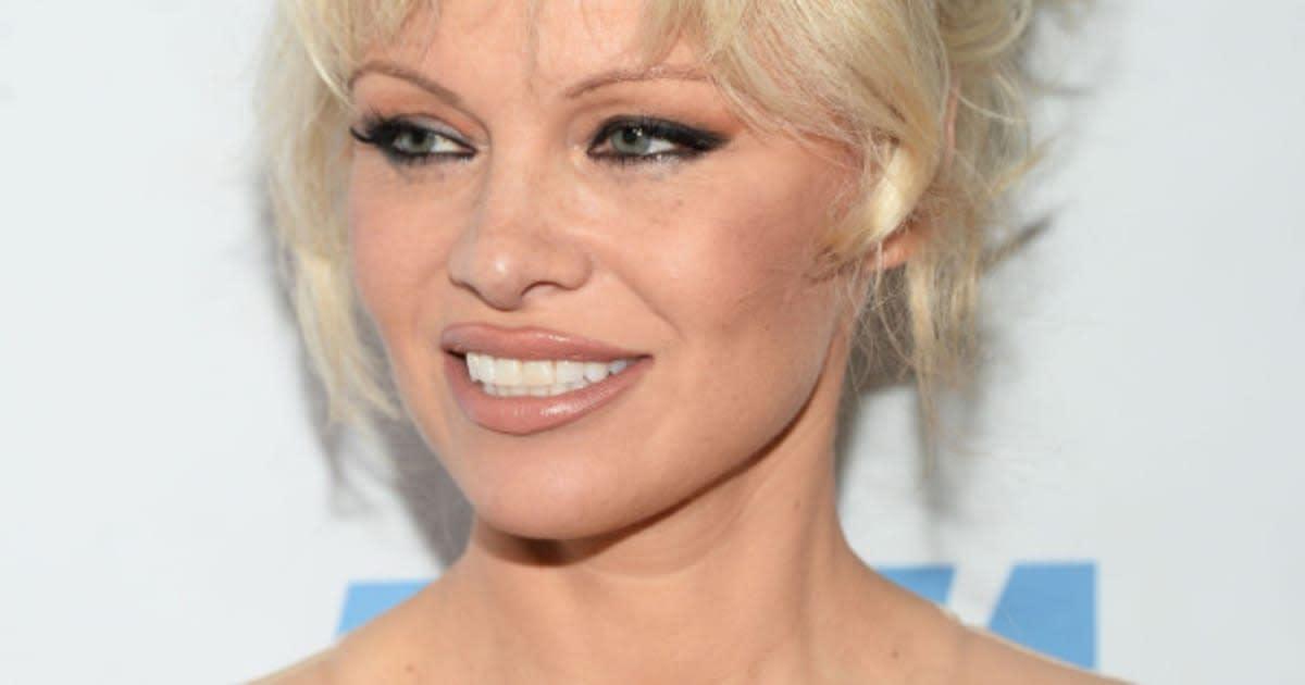 Pamela Anderson Says She Regrets Her Boob Job Huffpost Canada