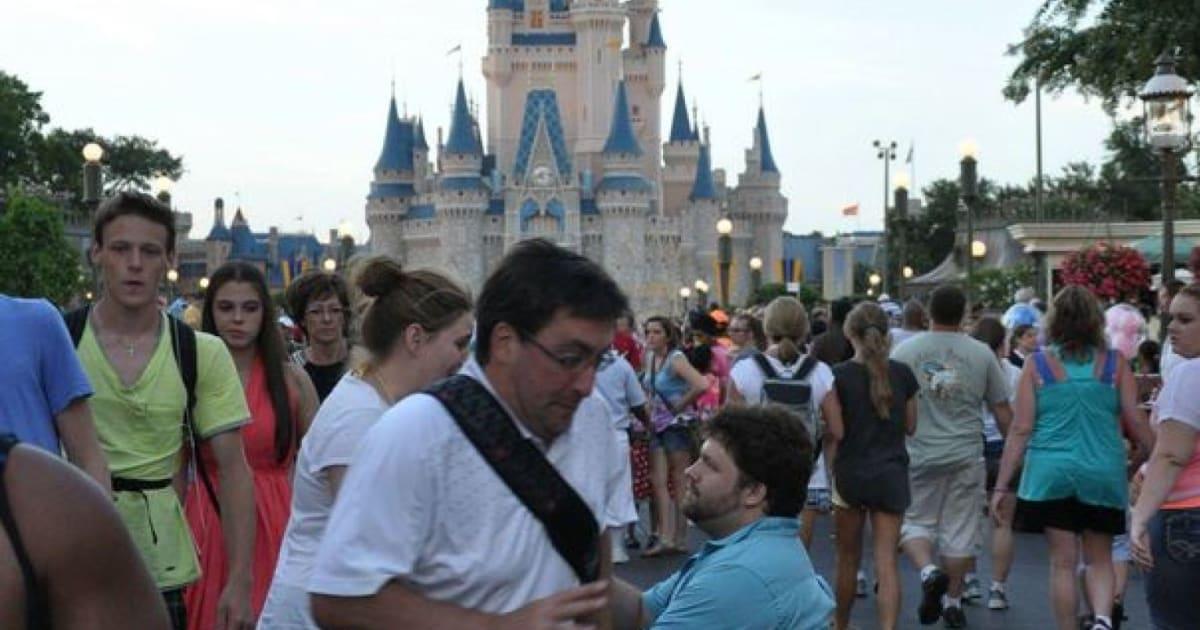 Disney Wedding Proposal Photobombed By Random Tourist Pictures