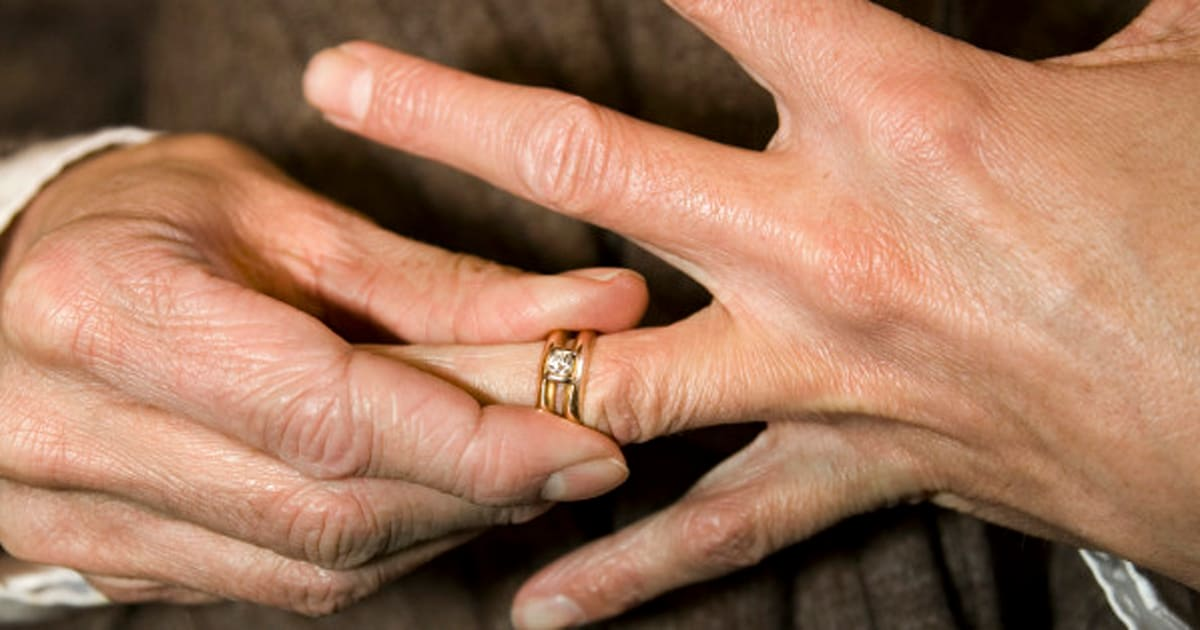 REVEALED: Why People Remove Their Wedding Rings