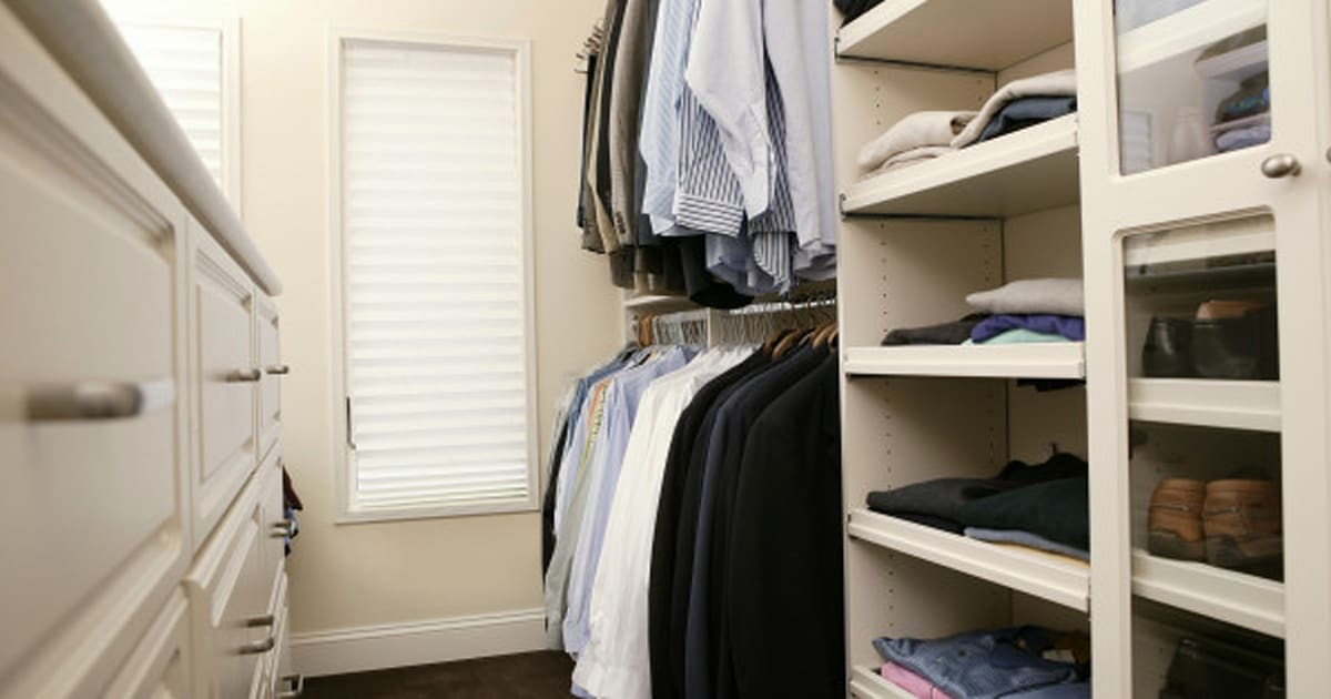 Wie Sie Ihren Kleiderschrank perfekt organisieren