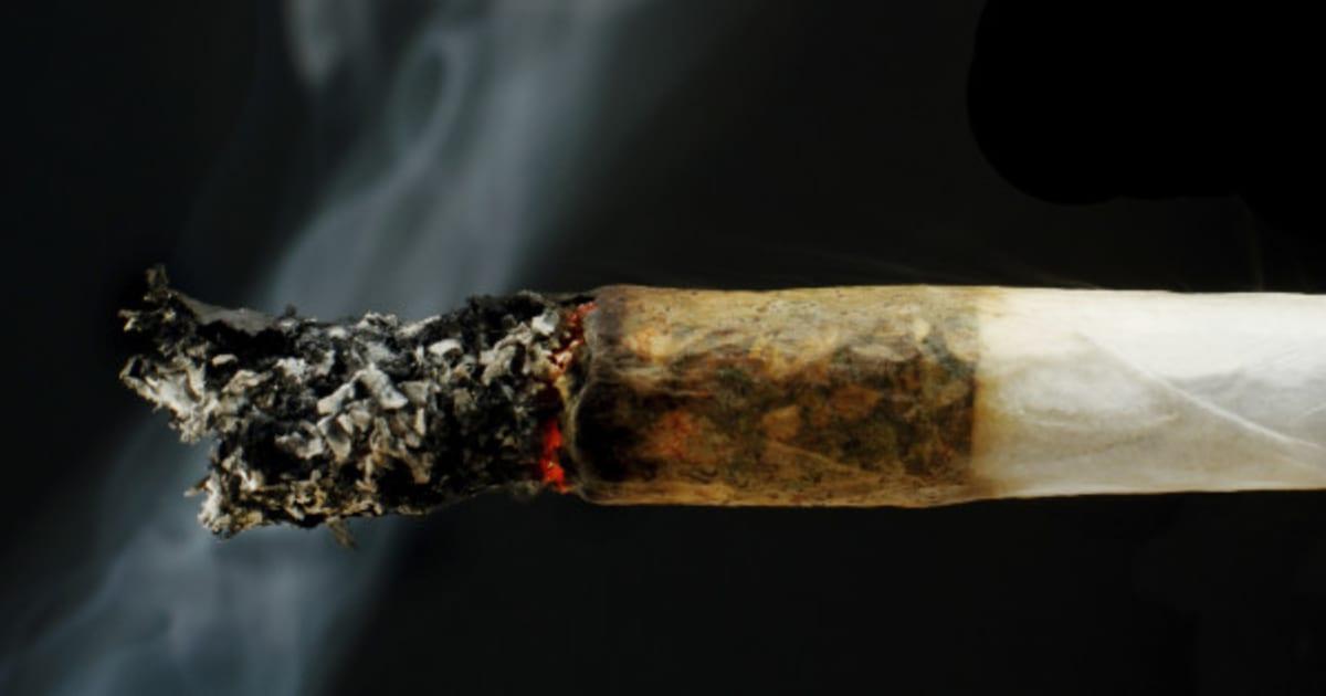 eine frau rauchte 50 jahre lang marihuana dann passierte. Black Bedroom Furniture Sets. Home Design Ideas