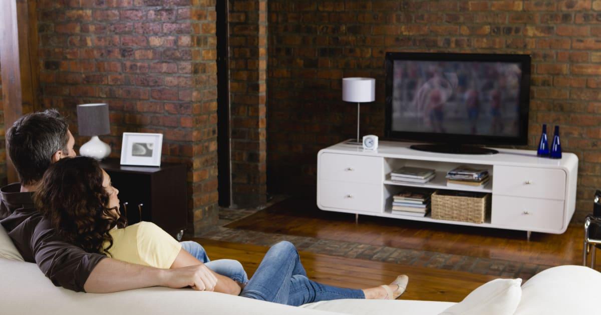 7 ideen wie sie ihren fernseher unterbringen. Black Bedroom Furniture Sets. Home Design Ideas
