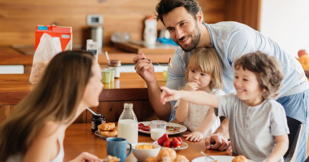 family eating breakfast - 1020×533