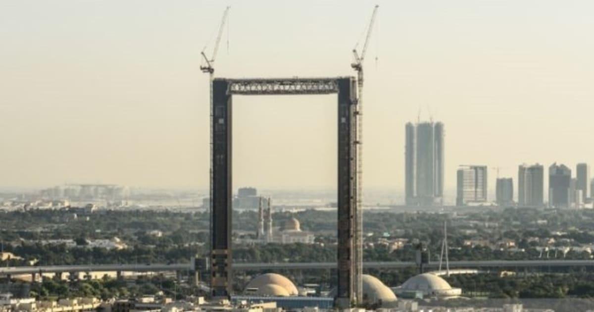 Dieser Bilderrahmen in Dubai ist mehr, als es auf den ersten Blick ...