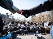 Allies Form Human Chain Around Muslims Praying During Travel Ban