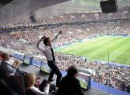 Ce que la photo de la célébration de Macron lors de la finale France - Croatie dit du sport en