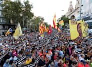Miles de personas conmemoran el 20S ante la Consellería de