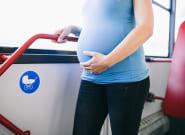 La genial reacción de una embarazada cuando un hombre no le cedió el asiento en el