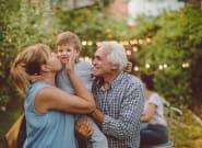 Je confie mes enfants à leurs grands-parents pendant les vacances et voici pourquoi je le vis très
