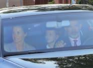 Los reyes llevan a la princesa Leonor y a la infanta Sofía al colegio el primer día de