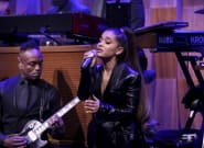 Ariana Grande Pays RESPECT To Aretha Franklin With Moving