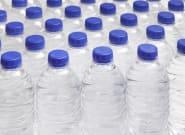 Dos conocidos supermercados retiran su agua por