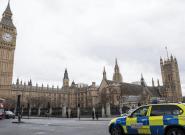 Al menos dos heridos tras el choque de un automóvil contra las barreras del Parlamento