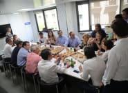 Santamaría y su equipo 'contraprograman' la comida de Casado con unas
