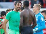 Guingamp-PSG: l'échange de maillot symbolique entre Buffon et