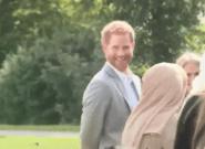 La cara del príncipe Enrique cuando ve que le han grabado en un momento de