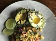 Hojaldra de hummus de garbanzos, mini ensalada vegetal y falso cuscús (una receta que adoran los
