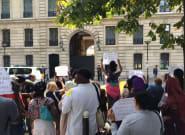 Des mal logés protestent devant l'appartement de fonction d'Alexandre Benalla à