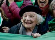 Esta es la abuelita que apoya el aborto en