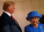 La reine Elizabeth II a-t-elle fait passer des messages subtils avec ses broches durant la visite de Donald