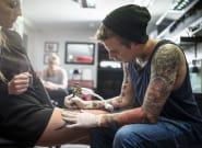Selon une étude de l'Agence européenne des produits chimiques, les encres de tatouage contiennent des substances
